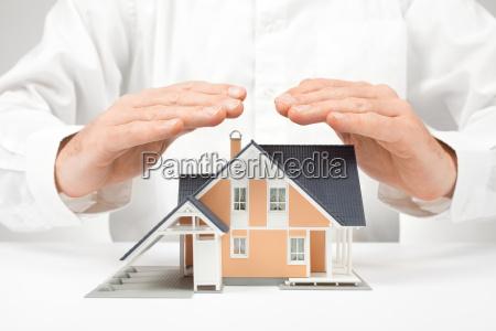 proteggere casa concetto di assicurazione