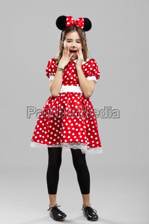 bambina con un custome carnevale
