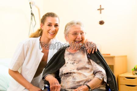 leta e la cura uninfermiera