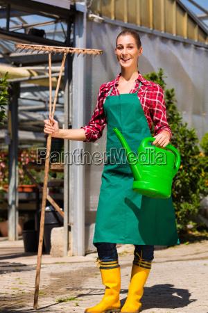 giardiniere nel suo vivaio