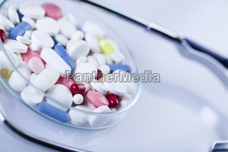salute farmaco pillole medicamento medicina pastiglia