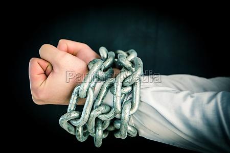 mano mani acciaio metallo camicia pugni