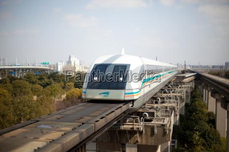 treno veicolo mezzo di trasporto sfrecciare