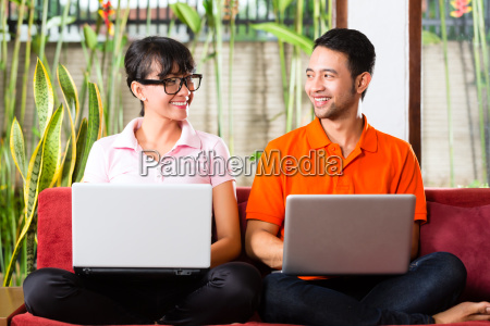 donna portatile computer femminile virile mascolino