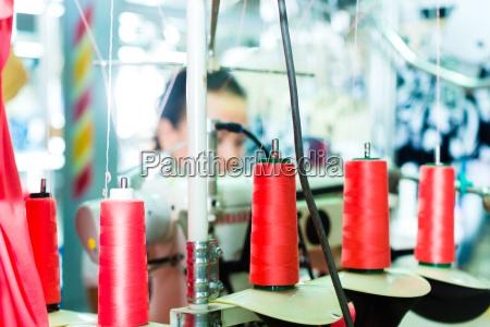 bobine di filo in una fabbrica