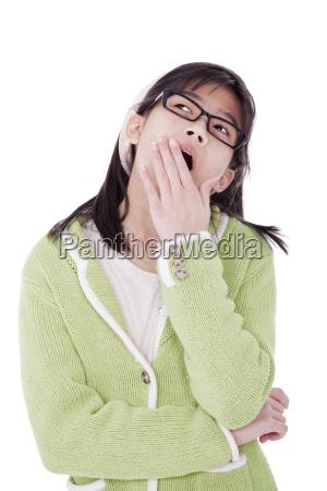 ragazza in maglione verde e occhiali