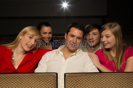 divertimento agire spettatore osservatore contentezza gioia