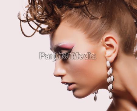 profilo moda pietra sasso marrone faccia