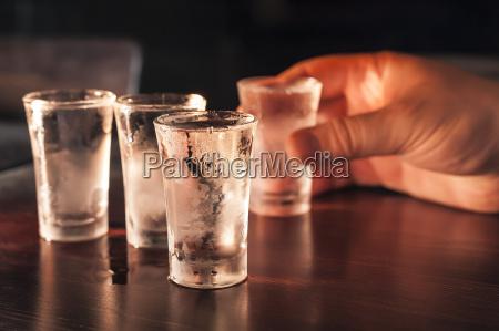 shot bicchieri di vodka su un