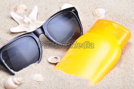 protezione solare e occhiali da sole