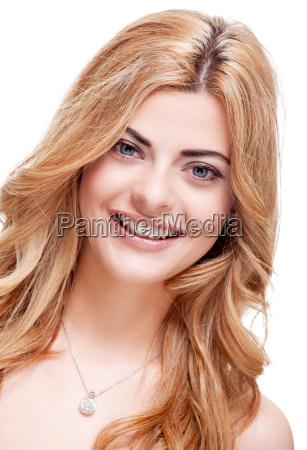 donna risata sorrisi fiore fioritura faccia