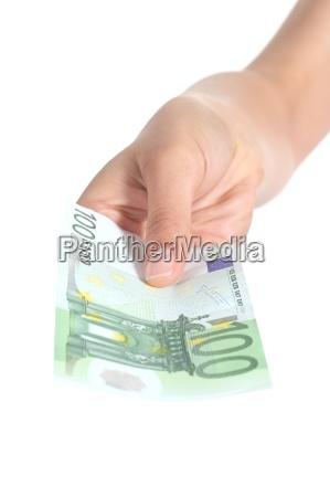 donna che paga una banconota da
