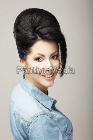 donna blu risata sorrisi singolo moda
