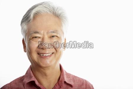 colpo in studio delluomo anziano cinese