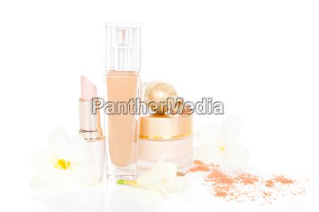 cosmetici e make up in beige