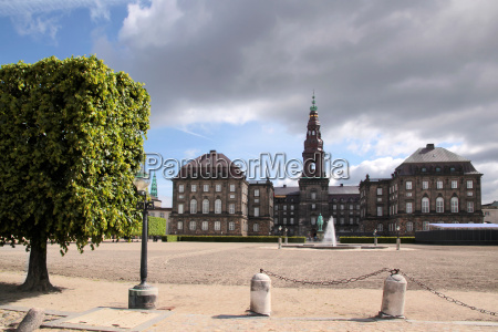 christiansborg palace with forecourt