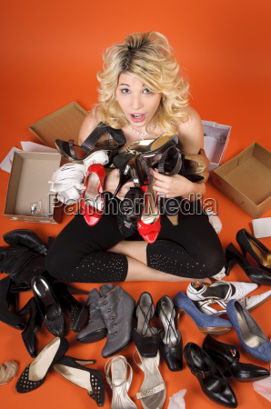 donna consumo stile di vita scarpe