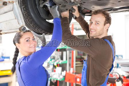 riparazione auto meccatronica sollevamento riparazione del