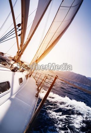 yacht di lusso in azione