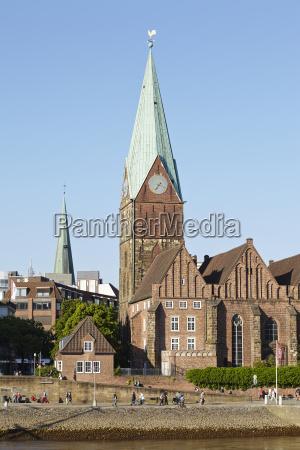 torre chiesa citta germania campanile luce
