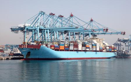 porto terminal contenitore caricare imbarcare container