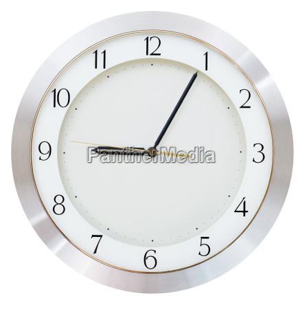 nine o clock and five minutes