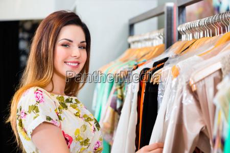negozio comperare scegliere boutique