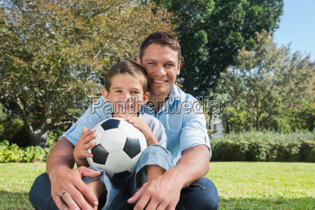 sorridente padre e figlio in un