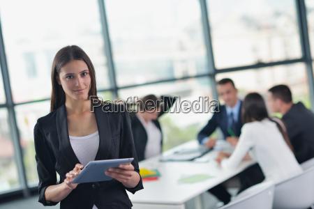 uomini daffari in una riunione presso