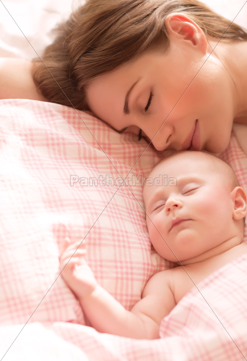 mother, with, baby, sleeping - 10055966