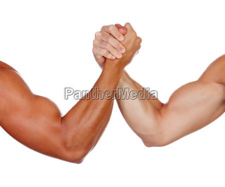 due uomini potenti armano il braccio