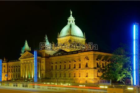 cupola fotografia notturna illuminato scultura colonna