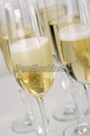 vino frizzante con spumante o champagne