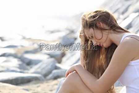 adolescente ragazzo ragazza depressione preoccupazione preoccupato