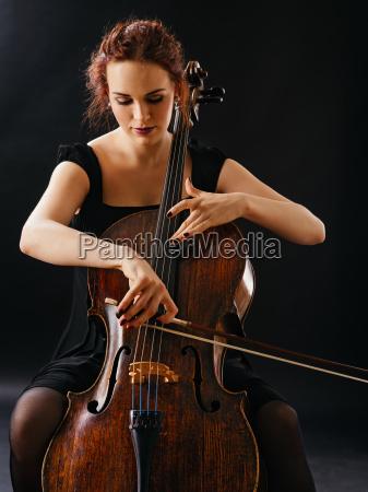 musica femminile musicista corda spago giocatore