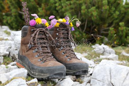 scarpe da trekking con i fiori