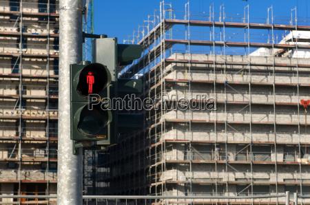 facciata semaforo lavori edili rosso cantiere