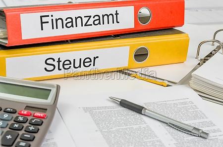 cartelle di file etichettati ufficio fiscali