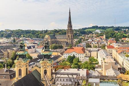 linz paesaggio urbano con la cattedrale