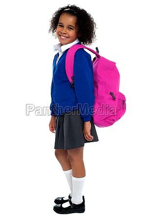ragazza della scuola elementare dai capelli