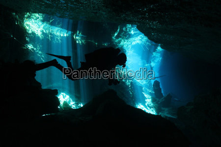 grotta sottacqua immergersi tuffarsi tuffo immersione