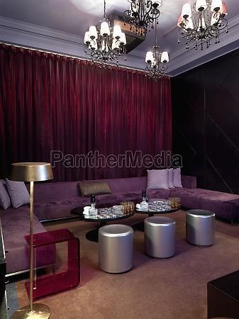 lounge area allinterno del locale notturno