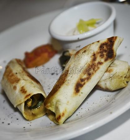 chicken and spinach tortilla wrap sandwich