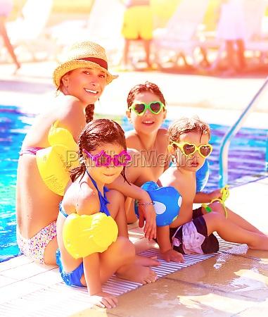 allegra famiglia sulla spiaggia resort
