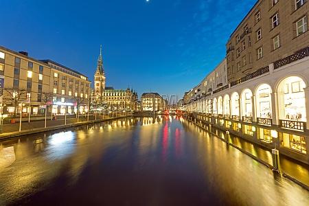 di notte ambulatorio amburgo municipio illuminazione