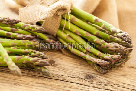 asparago verde sano fresco come primo