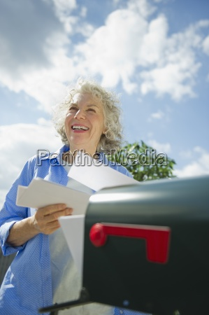 donna risata sorrisi femminile nuvola stati