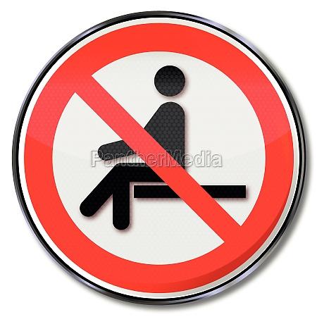 segno di proibizione seduta vietato