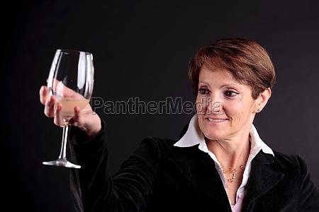 donna bicchiere risata sorrisi bere tempo