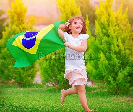 felice piccolo fan di calcio
